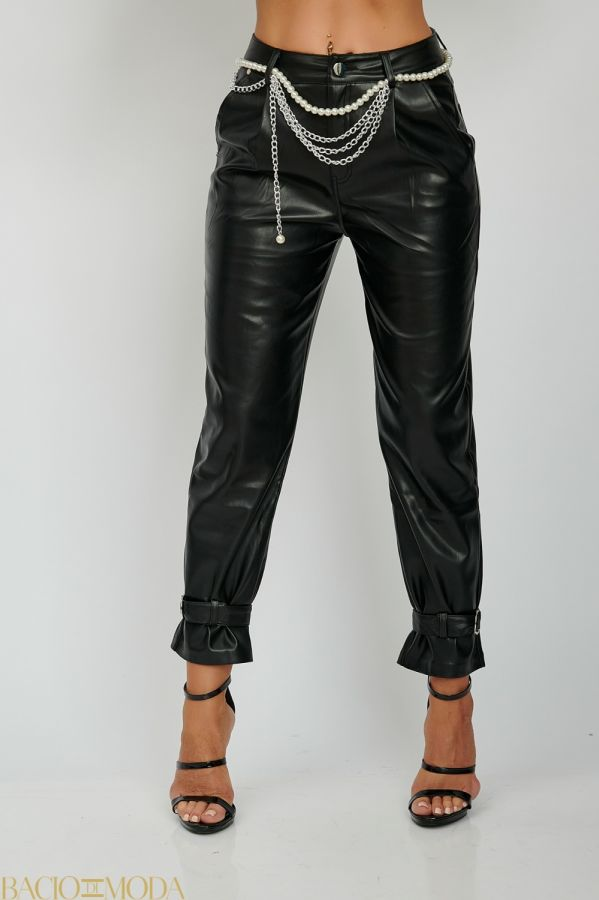 Pantaloni New By Bacio Di Moda  '18 COD: 2815 Pantaloni Din Eco Piele Cu Lanturi Detasabile Si Perle Antonio Bonnati  Cod: 540618